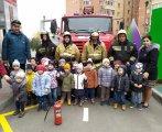 Группа северное сияние с Пожарными.jpg